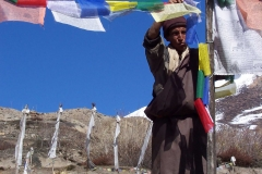 A-Himalayan-Local-with-Tibetan-Prayer-Flags