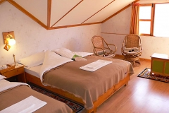 17 everest-summit-lodges-tashinga-suite-bedroom-min
