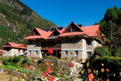 18 everest-summit-lodges-monjo-mountain-lodge-min