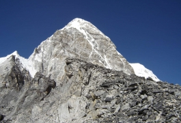 12 Kala Patthar and Pumori-min