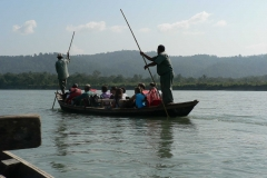 Tourists-Enjoy-Boating-in-Chitwan-National-Park