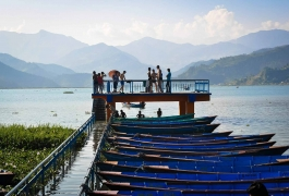 Boats-on-the-Shore-of-Fewa-Lake-in-Pokhara