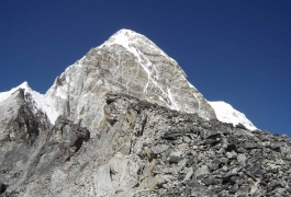 16Kala-Patthar-and-Pumori