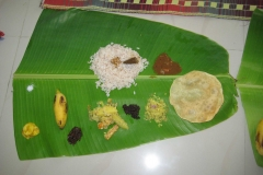 Rice-and-Curry-served-in-Banana-Leaf