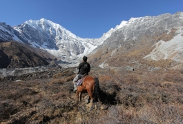 An-Ace-the-Himalaya-Guide-on-a-Horse