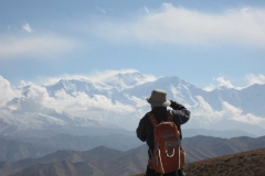 Taking-a-Photo-of-the-Himalayas