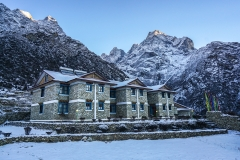 Everest-Summit-Lodges-Mende-day